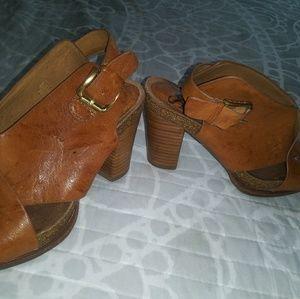 Muted cognac sofft heels.